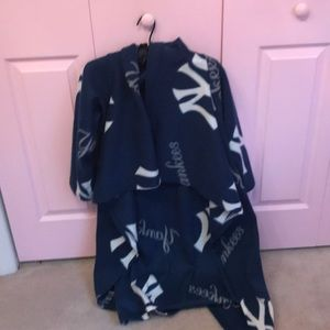 Other - Kids Yankees Snuggie